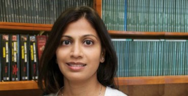 Sejal-Amin-MD-in-front-of books.